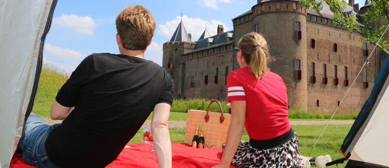 Kamperen in de kasteeltuinen van het Muiderslot
