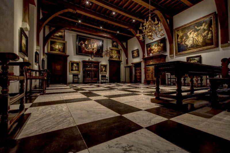 De ridderzaal in het Muiderslot is een van de topstukken