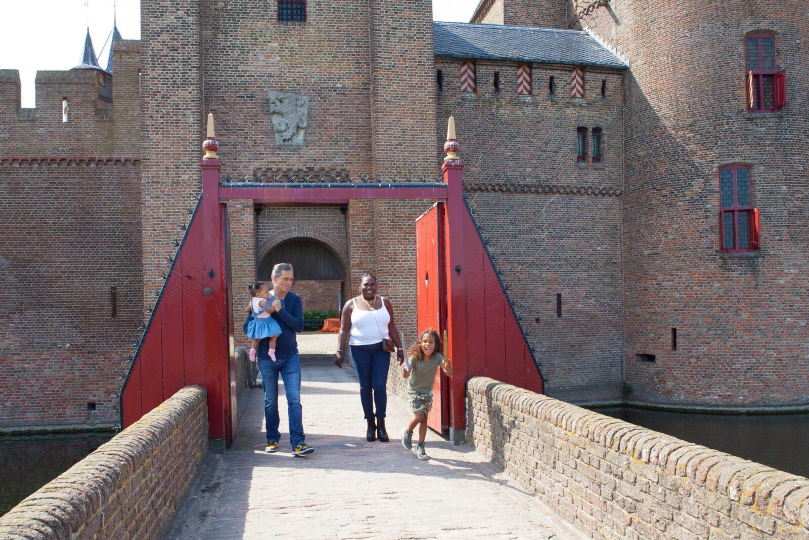 gezin voor de poorten muiderslot