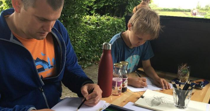 tekenen in de tuinen van het Muiderslot